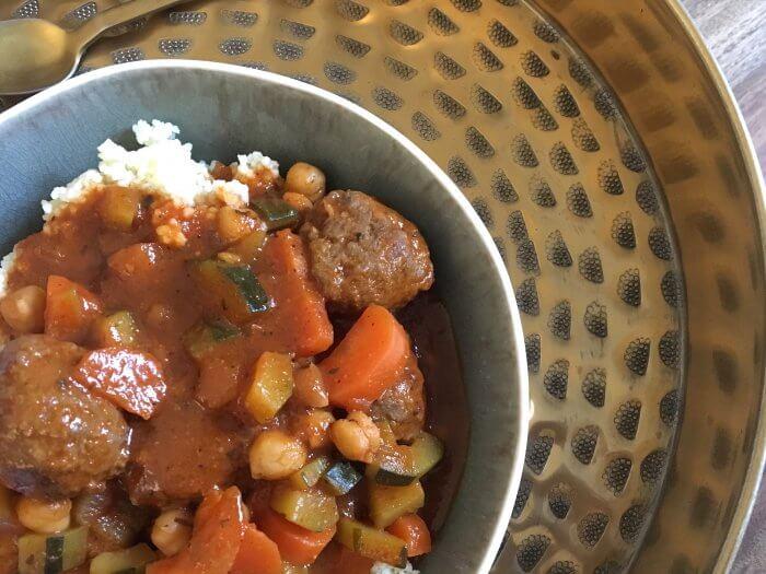 Aujourd'hui je vous propose ma recette de couscous maison ! (Recette pour environ 4 personnes). Légèrement pimenté et équilibré !